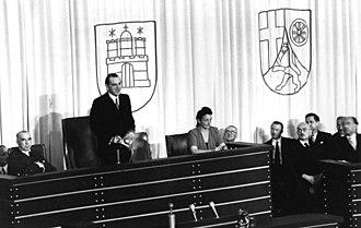 President of the Bundestag - Image: Bundesarchiv B 145 Bild F046123 0023, Bonn, Wahl zum 1. Bundestagspräsidente n