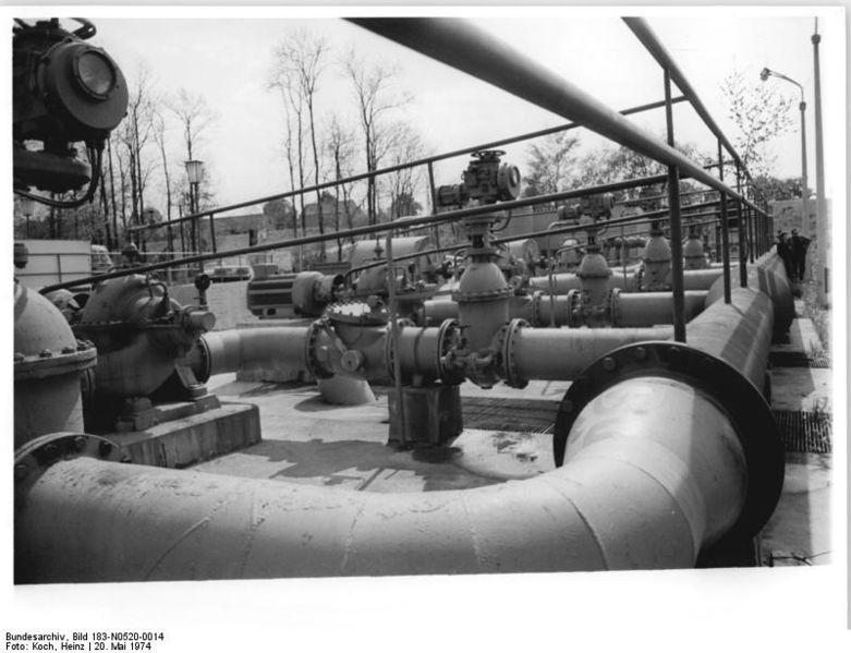 File:Bundesarchiv Bild 183-N0520-0014, Pumpstation für Beregnungsanlage.jpg