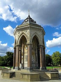 Burdett-Coutts Fountain, Victoria Park (25543933051)