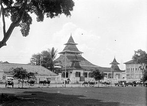 Grand Mosque of Bandung - The mosque after receiving its first front gallery and fish-scale patterned fence.