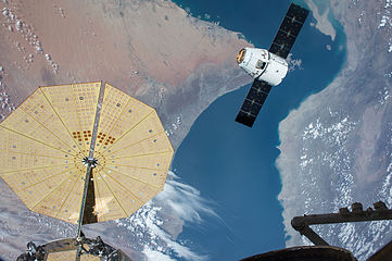 CRS-8 Dragon from ISS (ISS047E050943).jpg