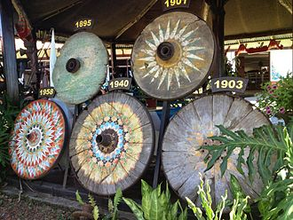 Culture of Costa Rica - Oxcart wheels, decorated in traditional style, found particularly in Sarchí