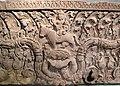 Cambogia, architrave con faccia mostruosa di kala, poi shiva e pala sul toro nandin, stile di baphuon, xi sec 02.JPG