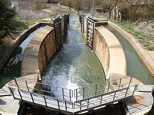 Canal de Castilla-Esclusas de Calahorra de Ribas de Campos-Palencia-Spain.jpg