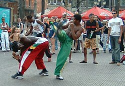 http://upload.wikimedia.org/wikipedia/commons/thumb/d/d1/Capoeira-in-the-street-2.jpg/250px-Capoeira-in-the-street-2.jpg