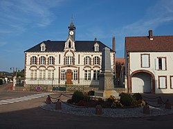 Chailley-FR-89-mairie & monument aux morts-a1.jpg