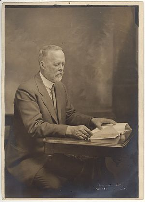 Charles W. Woodworth - Image: Charles W. Woodworth reading