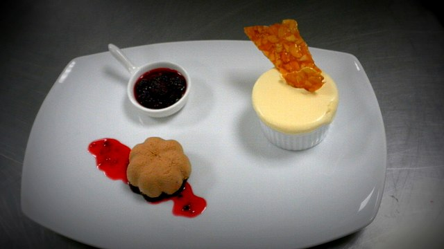File:Chocolate Mousse with Frozen Soufflé and Berry compote.jpg ...
