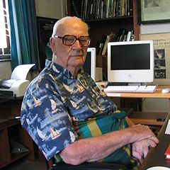 Arthur C. Clarke i sit kontor i hjemmet i Colombo, Sri Småkort, 28 marts 2005 (fotograf Amy Marash).