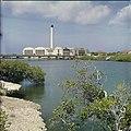 Collectie Nationaal Museum van Wereldculturen TM-20029615 Fabriek voor het ontzilten van zeewater Aruba Boy Lawson (Fotograaf).jpg