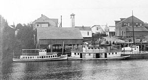 Coquille, Oregon - The Coquille waterfront circa 1908−1914 with the motor vessel Wolverine, steamboat Favorite, and motor vessel Wilhelmina at dock. Wolverine was built in Coos Bay in 1908, as was the steamboat Coquille.