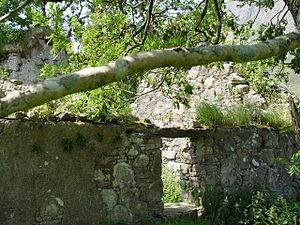 Corriechatachan - Corriechatachan ruins interior door on the ground level