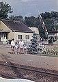 Családi fotó a vasútállomáson, 1966. Fortepan 76638.jpg