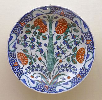 Iznik pottery - Dish with foliate rim decorated with flowers and a cypress tree, c. 1575