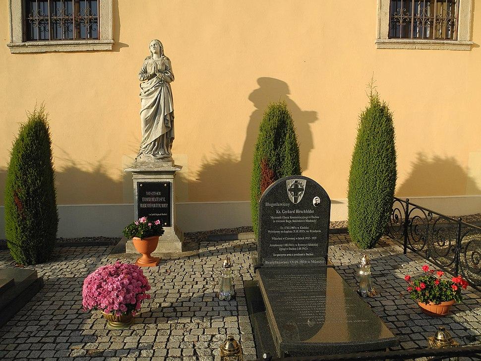 Czermna-Grab-Hirschfelder-1