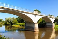 Dříteč - Silniční most přes Labe 04.jpg