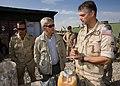 De-minister-in-gesprek-met-een-luchtmacht-militair.jpg