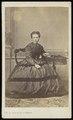 De La Marck De Lummen - carte de visite, Portret van een jonge vrouw, gezeten.tif