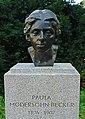 Denkmal Paula Modersohn-Becker - Bremen, Wallanlagen (1).jpg