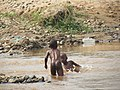 Des enfants dans l'eau 2.jpg