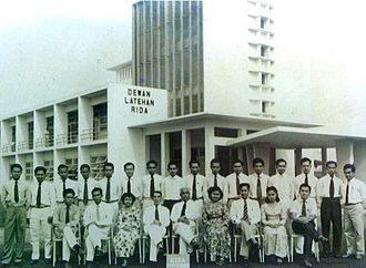 Universiti Teknologi MARA - The first batch of Dewan Latehan Rida students in Jalan Othman campus circa 1956.