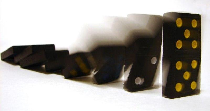 Cascada de fichas de dominó