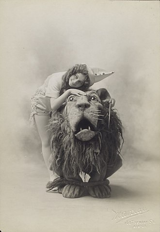 The Wizard of Oz (1902 musical) - Arthur Hill as the Lion and Anna Laughlin as Dorothy