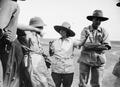ETH-BIB-Baron Rothschild im Gespräch mit Mr. and Mrs. Martin Johnson-Kilimanjaroflug 1929-30-LBS MH02-07-0307.tif