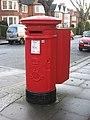 Edward VII postbox, Heath Drive - Ferncroft Avenue, NW3 - geograph.org.uk - 1088291.jpg