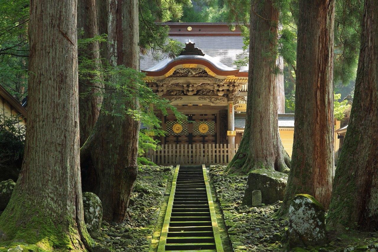Eihei-ji Temple Chokushimon, Eiheiji-cho 2013.jpg