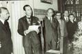 Entrega da comenda da ordem da benemerência em 21 de Setembro 1971, concedida pelo Pres. da republica e entregue pelo Ministro do Interior Gonçalves Rapazote.png