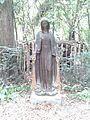 Escultura de la Virgen Milagrosa en el Parque Negra Hipólita.jpeg