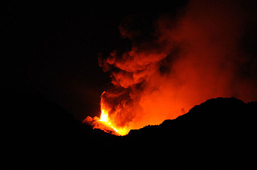 Etna Volcano Paroxysmal Eruption July 30 2011 - Creative Commons by gnuckx (10)