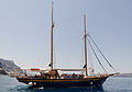 Excursion boat - Ormos port - Fira - Santorini - Greece - 02.jpg