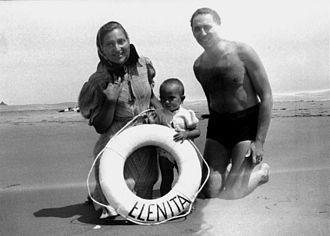 Arturo Frondizi - The Frondizi family in Pinamar (1938)