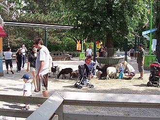 Granby Zoo - Image: Ferme zoo granby 2006 07