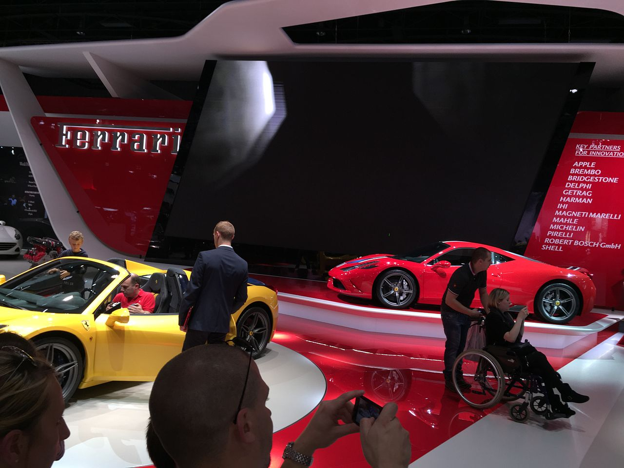 file ferrari mondial de l automobile de paris 2014 2 jpg wikimedia commons. Black Bedroom Furniture Sets. Home Design Ideas