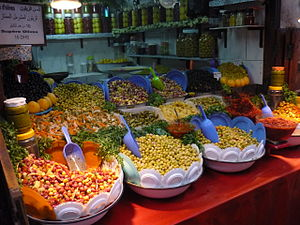 English: Grocery store in the medina of Fes, M...