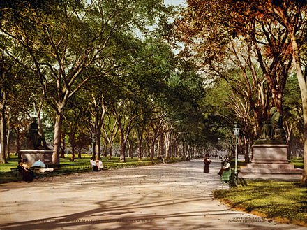 Lower end of mall in 1901 Flickr - ...trialsanderrors - Lower end of mall, Central Park, New York City, 1901.jpg