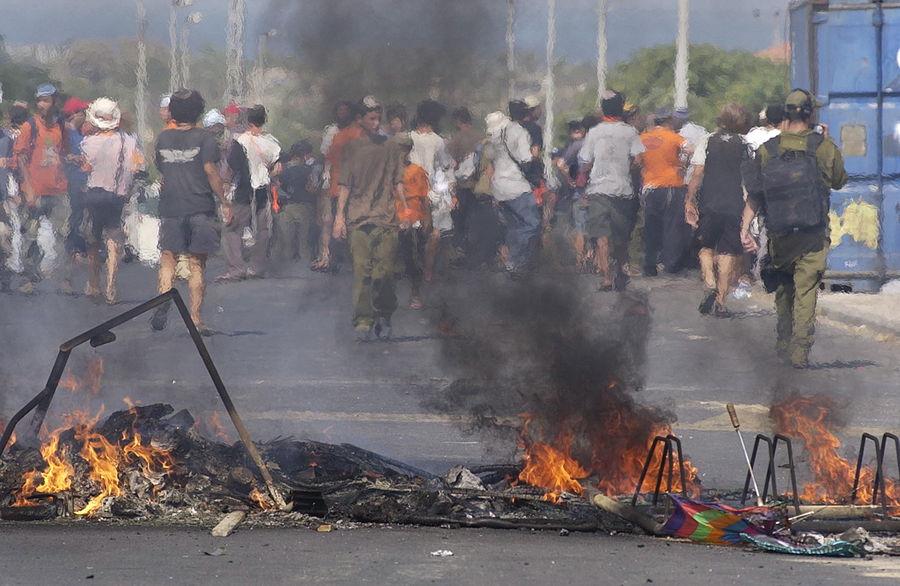 Flickr - Israel Defense Forces - The Evacuation of Neve Dekalim (23).jpg