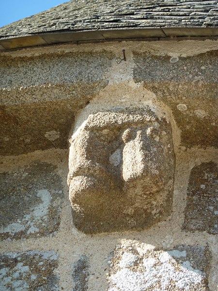 Église de Saint-Loup, Manche, France. Chapiteau sculpté.