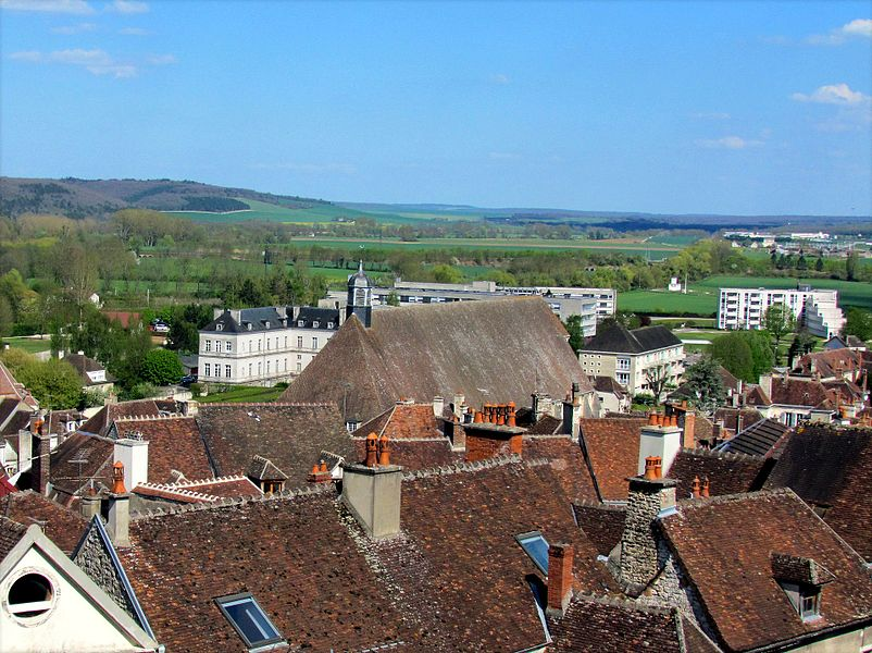 Partial view of the rooftops of Tonnerre (89). In the center of the photo, the imposing roof of the Hotel-Dieu.