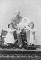 Franz Joseph I. mit Enkeln.jpg