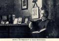 Freiherr Edwin von Seckendorff in seinem Arbeitszimmer, 1905.png
