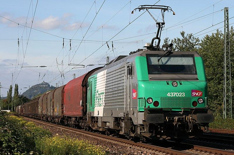 http://upload.wikimedia.org/wikipedia/commons/thumb/d/d1/Fret_SNCF_437023.JPG/800px-Fret_SNCF_437023.JPG