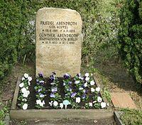 Friedhof Wilmersdorf - Grab Günther Abendroth.jpg