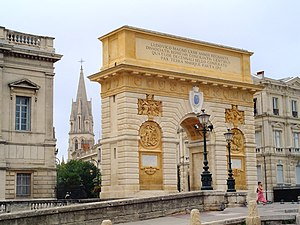 Learn french in montpellier: Porte du Peyrou.