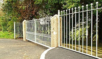 English: Gate and fence, Inch near Downpatrick...