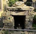 Giardino del museo archeologico, cella di una tomba da vetulonia, VII-VII sec ac. 01.JPG