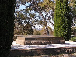 Mount Pleasant (Australian Capital Territory) - General Bridges grave: the consultant designer and architect was Walter Burley Griffin.